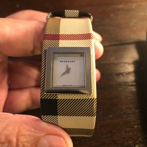 Other - Beautiful Burberry watch !